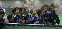 応援席に、勝利の報告をする東川大雪ナイン