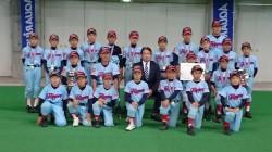 優勝した東16丁目フリッパーズの選手たち(写真:チーム提供)