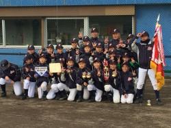 優勝した釧路ファイターズの選手たち(写真:チーム提供)