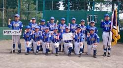 ホクレン旗・石狩支部豊平区代表の中の島ファイターズの選手たち(写真:チーム提供)