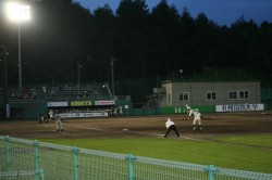 病院岡村理事長が所有している札幌スタジアム。ナイター設備も整って来年の全国大会に向けて練習もたっぷり=今年7月ナイター開幕式から