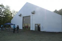 完成した札幌スタジアムの室内練習場外観