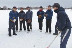 冬季練習に励む恵庭シニアナイン=平成29年1月・恵庭シニアグラウンド
