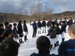 冬季練習に励む札幌北広島ボーイズ=平成28年11月18日・北広島市